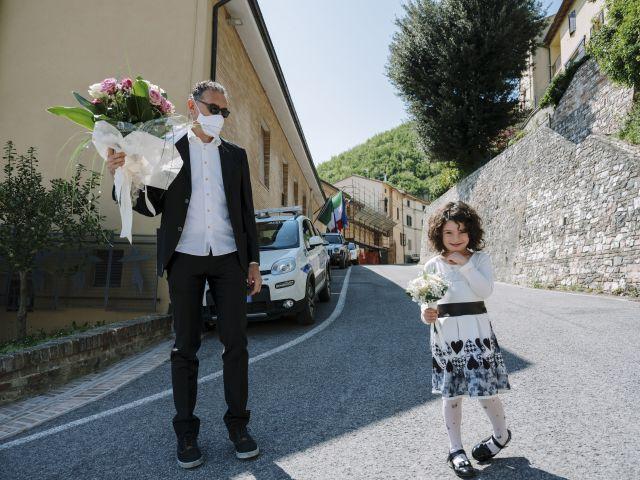 Il matrimonio di Luca e Silvia a Serrapetrona, Macerata 6