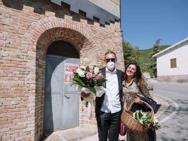 Il matrimonio di Luca e Silvia a Serrapetrona, Macerata 7