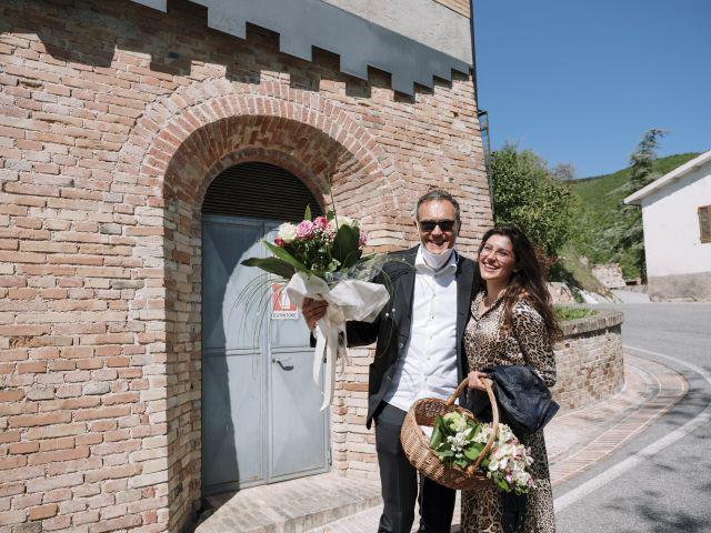 Il matrimonio di Luca e Silvia a Serrapetrona, Macerata 8