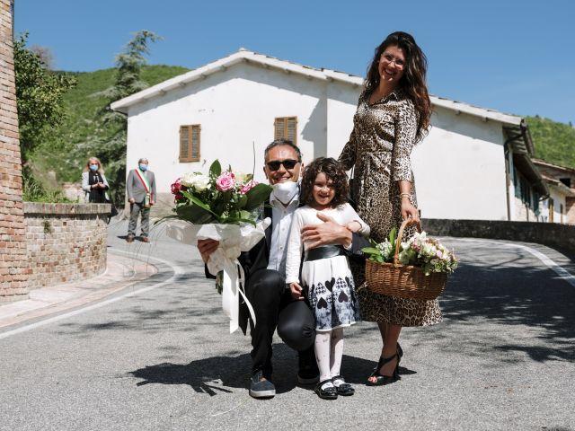 Il matrimonio di Luca e Silvia a Serrapetrona, Macerata 11
