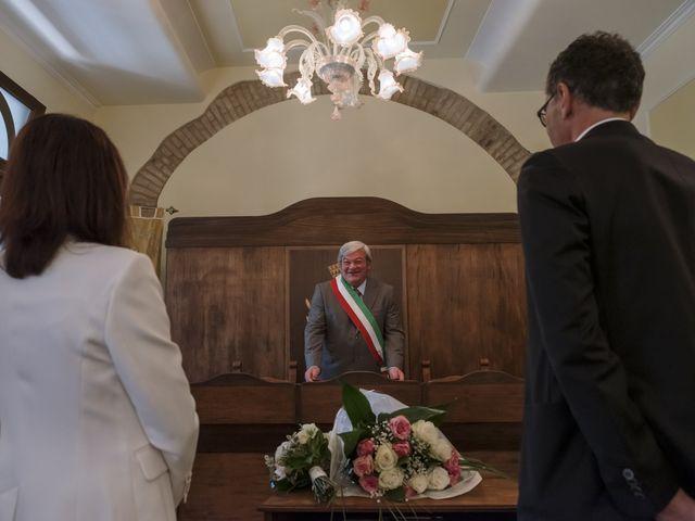 Il matrimonio di Luca e Silvia a Serrapetrona, Macerata 15