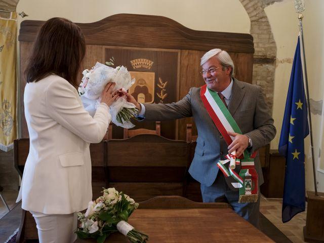 Il matrimonio di Luca e Silvia a Serrapetrona, Macerata 31