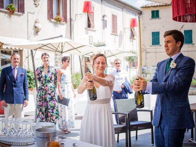 Il matrimonio di Julian e Sabrina a Lajatico, Pisa 18
