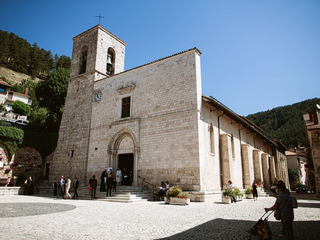 Il matrimonio di Alessio e Antonella a Pescasseroli, L'Aquila 36
