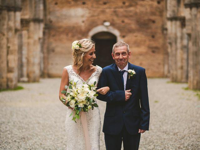Il matrimonio di Laura e Mattew a Chiusdino, Siena 30