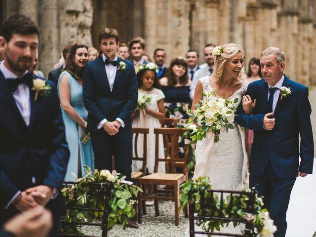 Il matrimonio di Laura e Mattew a Chiusdino, Siena 31