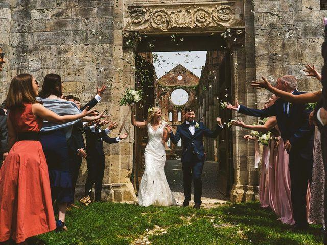 Il matrimonio di Laura e Mattew a Chiusdino, Siena 48