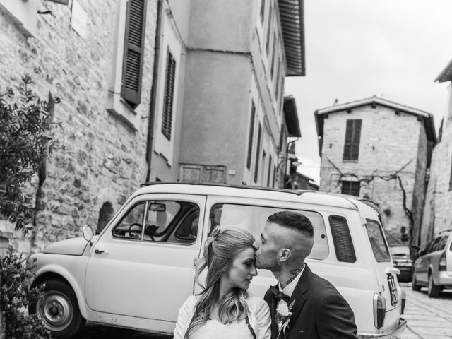 Il matrimonio di Luca e Jessica a Spello, Perugia 23