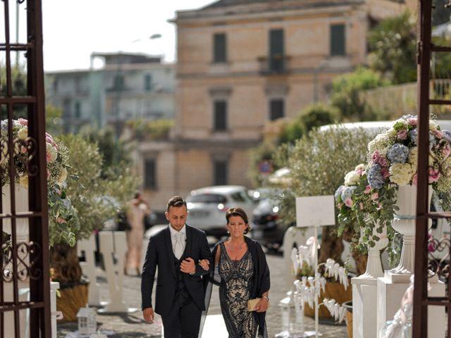 Il matrimonio di Alessandra e Leo a Torre del Greco, Napoli 30