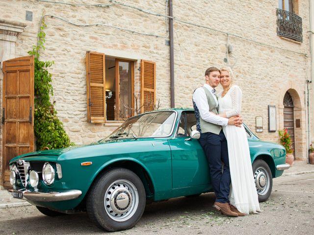 Il matrimonio di James e Freya a Servigliano, Fermo 30