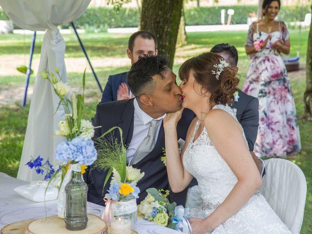 Il matrimonio di Lucky e Giulia a Scaldasole, Pavia 15