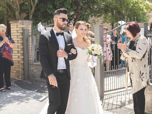 Il matrimonio di Lorenzo e Giulia a Corridonia, Macerata 43
