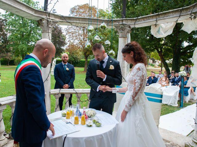 Il matrimonio di Ivan e Roberta  a Misano di Gera d'Adda, Bergamo 25