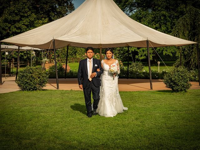 Il matrimonio di Simone e Yadira a Monvalle, Varese 24