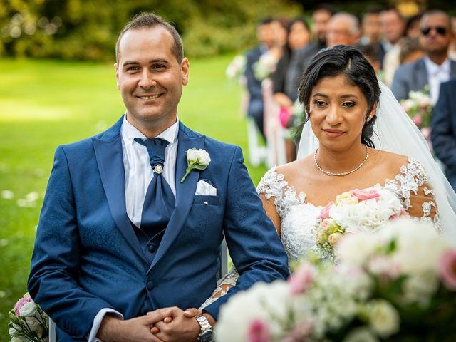 Il matrimonio di Simone e Yadira a Monvalle, Varese 25