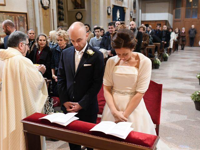 Il matrimonio di Tommaso e Chiara a Laveno-Mombello, Varese 33