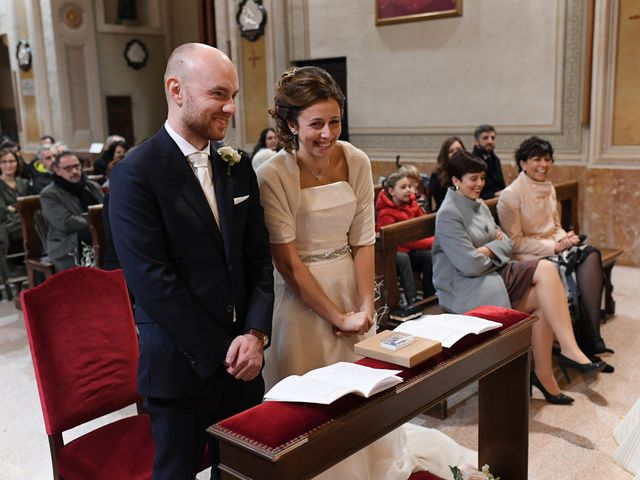 Il matrimonio di Tommaso e Chiara a Laveno-Mombello, Varese 37