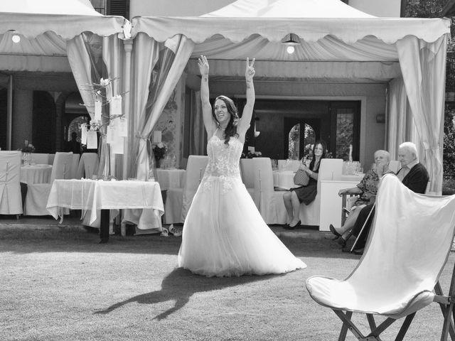 Il matrimonio di Claude e Debora a Pellio Intelvi, Como 12