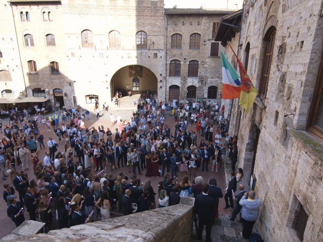 Il matrimonio di Carlo e Barbara a San Gimignano, Siena 20