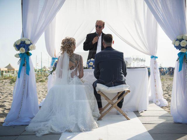 Il matrimonio di Denny e Alice a Viareggio, Lucca 15