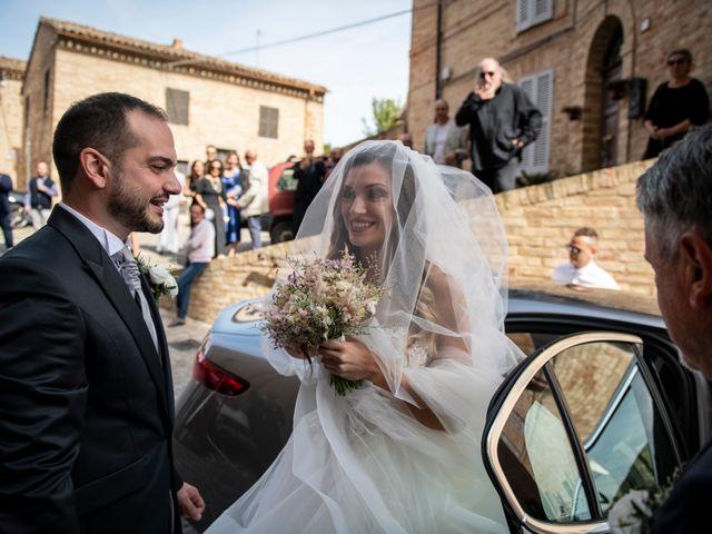 Il matrimonio di Lorenzo e Beatrice a Montecosaro, Macerata 19