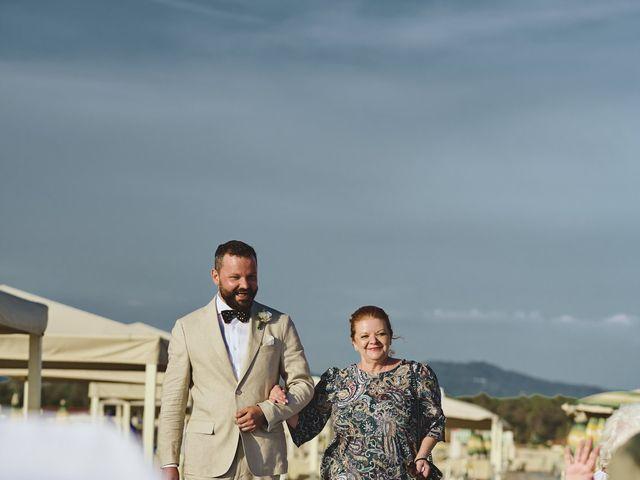 Il matrimonio di Alexandru e Silvana a Viareggio, Lucca 33