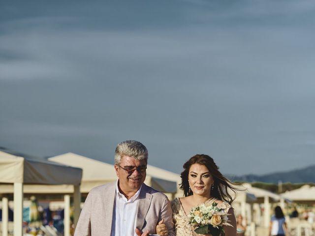 Il matrimonio di Alexandru e Silvana a Viareggio, Lucca 37