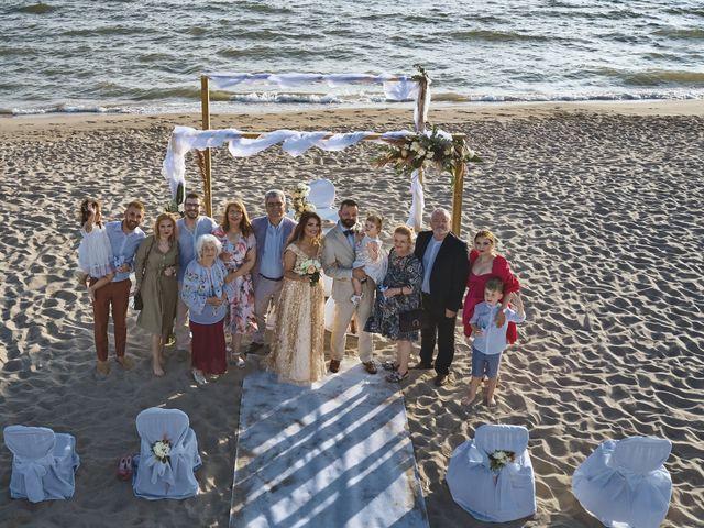 Il matrimonio di Alexandru e Silvana a Viareggio, Lucca 41