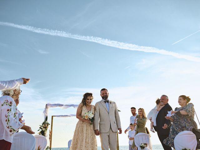 Il matrimonio di Alexandru e Silvana a Viareggio, Lucca 45