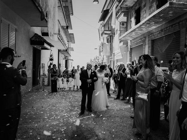 Il matrimonio di Dennis e Imma a Cirò Marina, Crotone 30