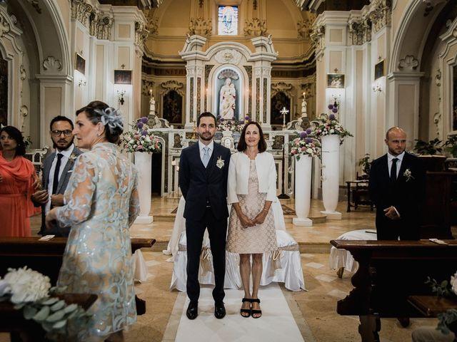 Il matrimonio di Dennis e Imma a Cirò Marina, Crotone 33