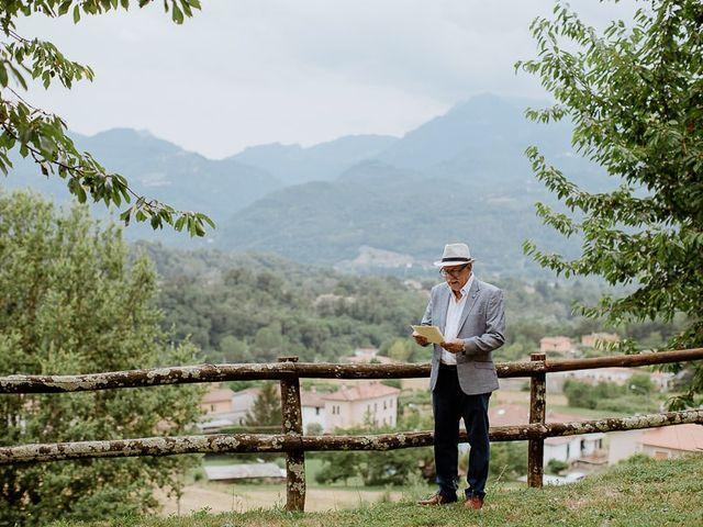 Il matrimonio di Barry e Emira a Barga, Lucca 22