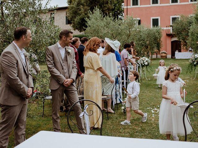 Il matrimonio di Barry e Emira a Barga, Lucca 29