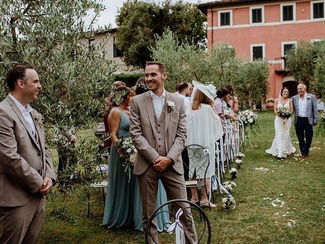 Il matrimonio di Barry e Emira a Barga, Lucca 30