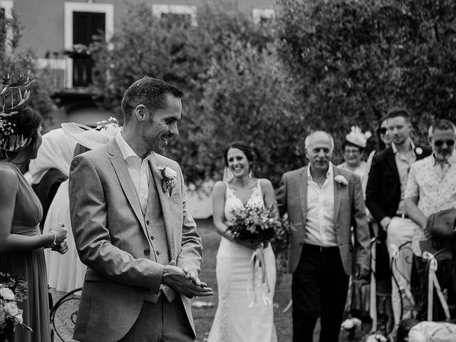 Il matrimonio di Barry e Emira a Barga, Lucca 31