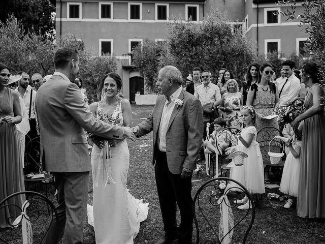 Il matrimonio di Barry e Emira a Barga, Lucca 32