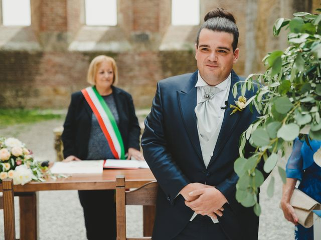 Il matrimonio di Iacopo e Giulia a Chiusdino, Siena 34