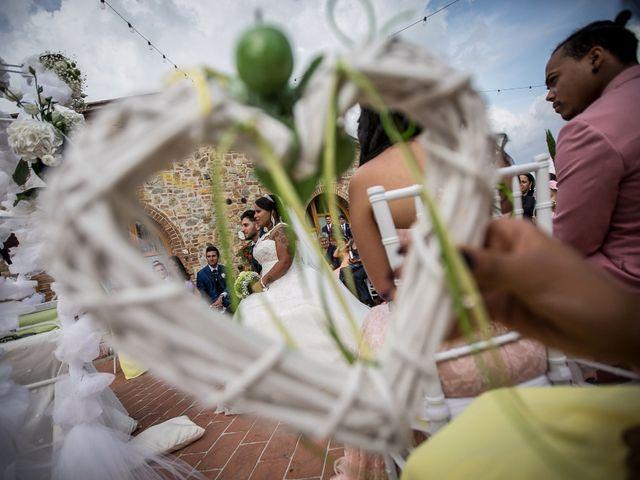 Il matrimonio di Pierluigi e Mayelin a San Gimignano, Siena 35