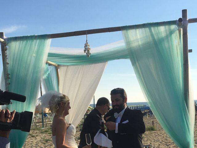 Il matrimonio di Roberto  e Letizia a Viareggio, Lucca 7