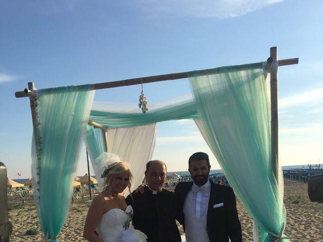 Il matrimonio di Roberto  e Letizia a Viareggio, Lucca 12