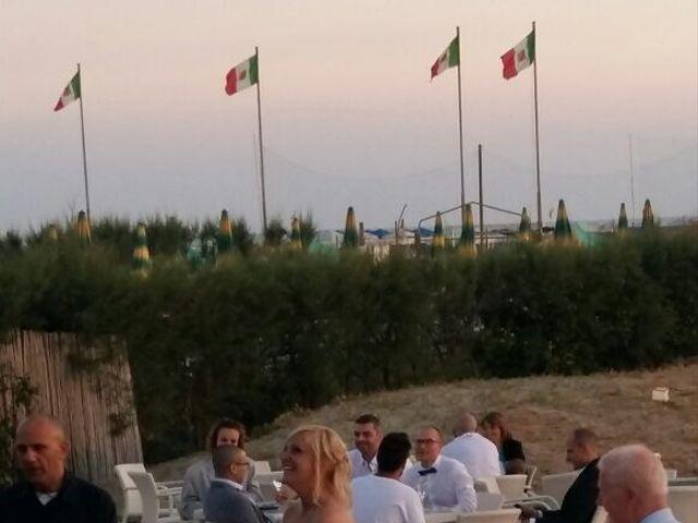 Il matrimonio di Roberto  e Letizia a Viareggio, Lucca 29