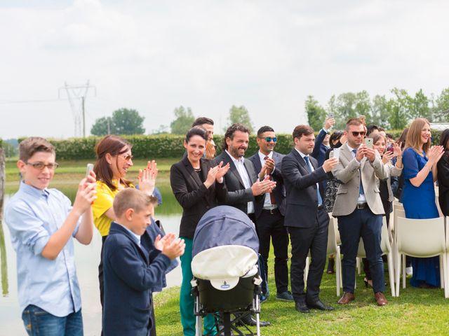 Il matrimonio di Matteo e Valentina a Salvirola, Cremona 37