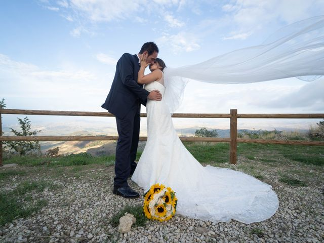 Il matrimonio di Gianpaolo e Jasmine a Mirabella Imbaccari, Catania 32