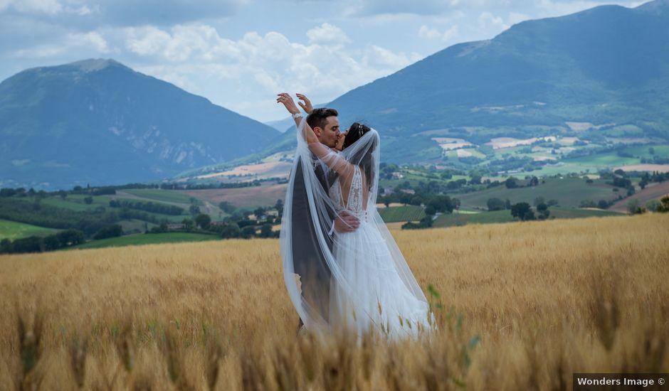 Il matrimonio di Fabrizio e Monica a Fabriano, Ancona