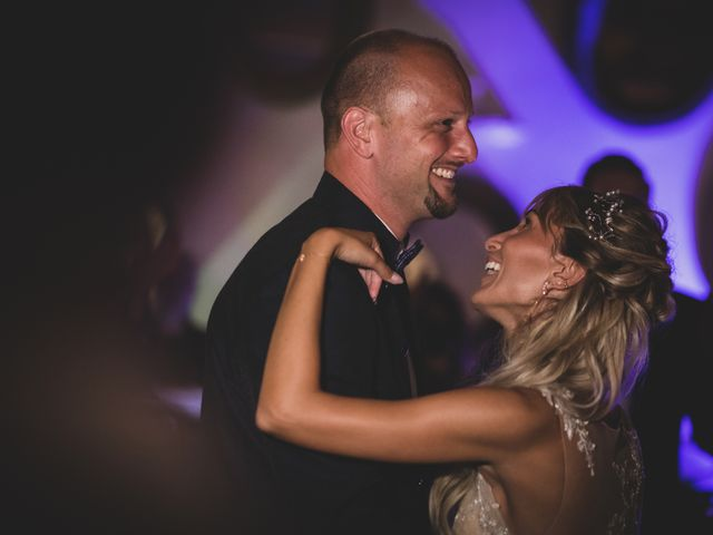 Il matrimonio di Ken e Angela a Vizzini, Catania 33