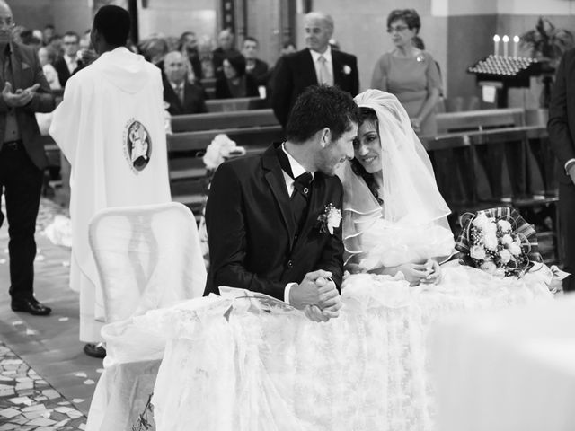 Il matrimonio di Dario e Lizzie a Comacchio, Ferrara 24