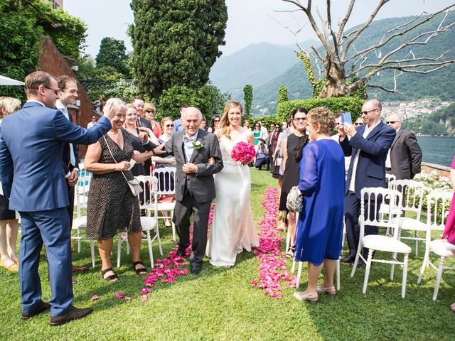 Il matrimonio di Til e Elena a Laglio, Como 30