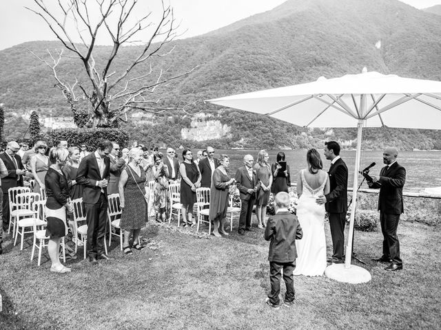 Il matrimonio di Til e Elena a Laglio, Como 31