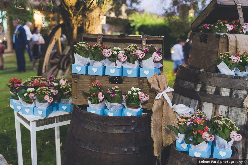 Matrimonio all'aperto: l'angolo delle bomboniere 1