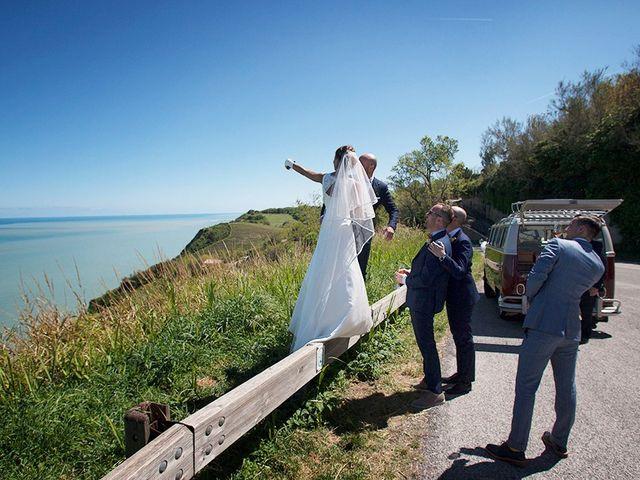 Il matrimonio di Andrea e Anais a Pesaro, Pesaro - Urbino 9